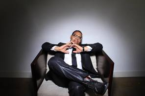"""Eric Roberson Premieres New Video for """"Score No More"""""""